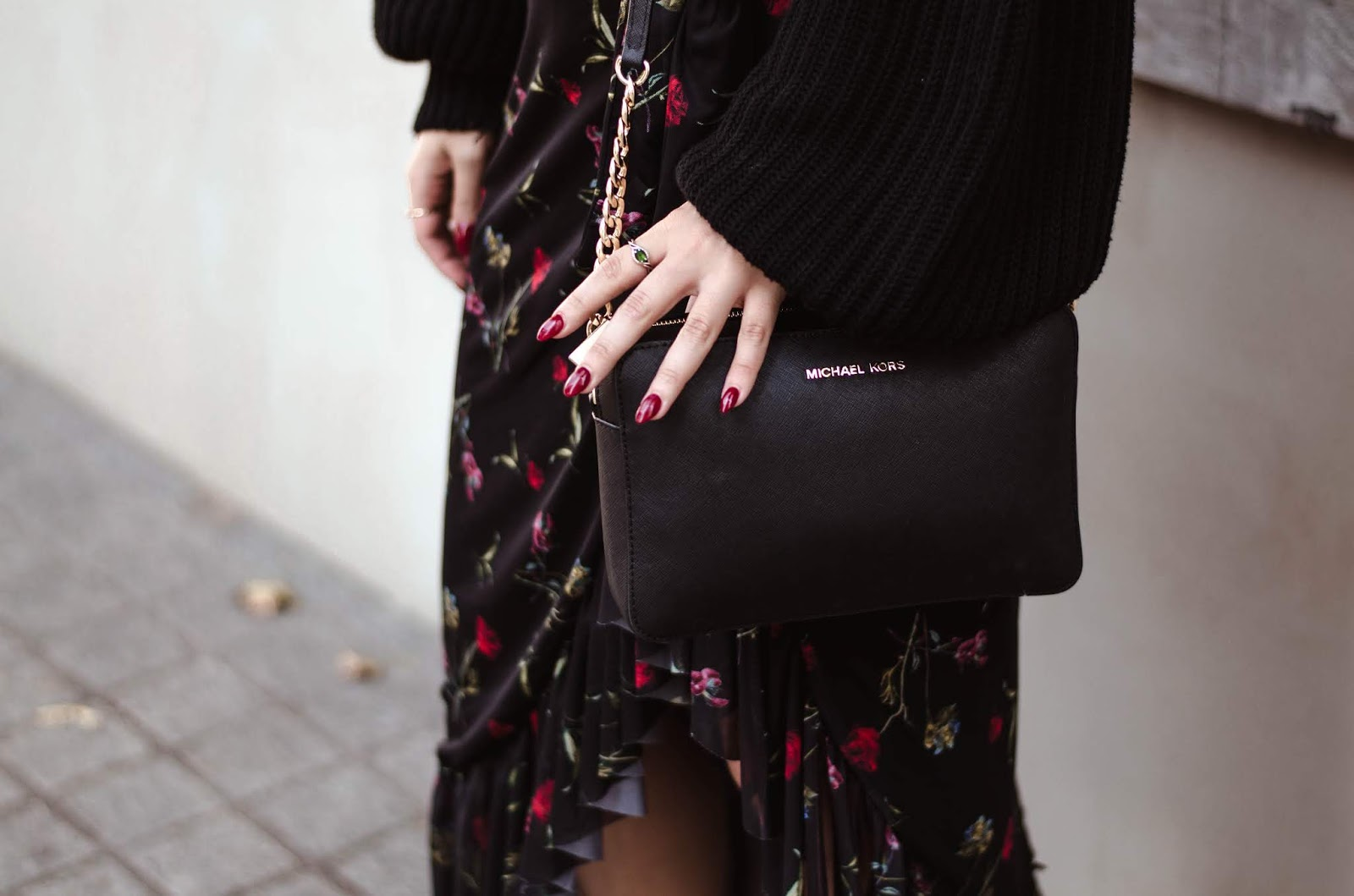 na-kd, wrap skirt, floral skirt, wide sleeves sweater, high heels, blog, blogger, outfit, michael kors