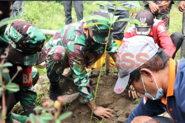 Kodim 0106 Aceh Tengah Melakukan Penanaman Pohon di Daerah Banjir Bandang,Guna Penghijauan Kembali