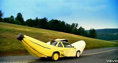 Lustige Auto Bilder - Banane auf der Straße