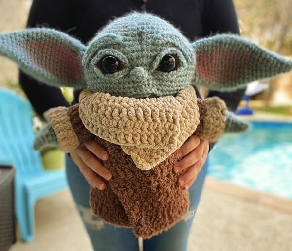 Precioso baby yoda a tamaño real de croché