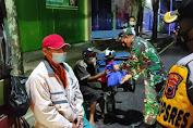 Patroli Skala Besar, Petugas Gabungan di Purbalingga Bagikan 200 Paket Sembako