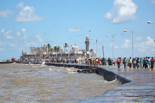 Dargah Road to visit Haji Ali Dargah with sea on both sides