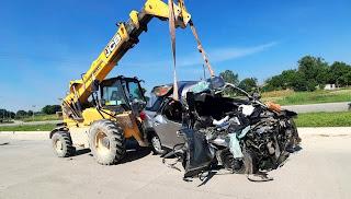 कार व ट्रक की भिड़ंत में दो सगे भाईयों समेत पांच लोगों की मौत  | #NayaSaberaNetwork