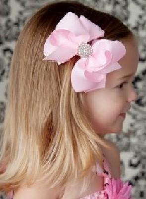 model rambut dengan jepit rambut