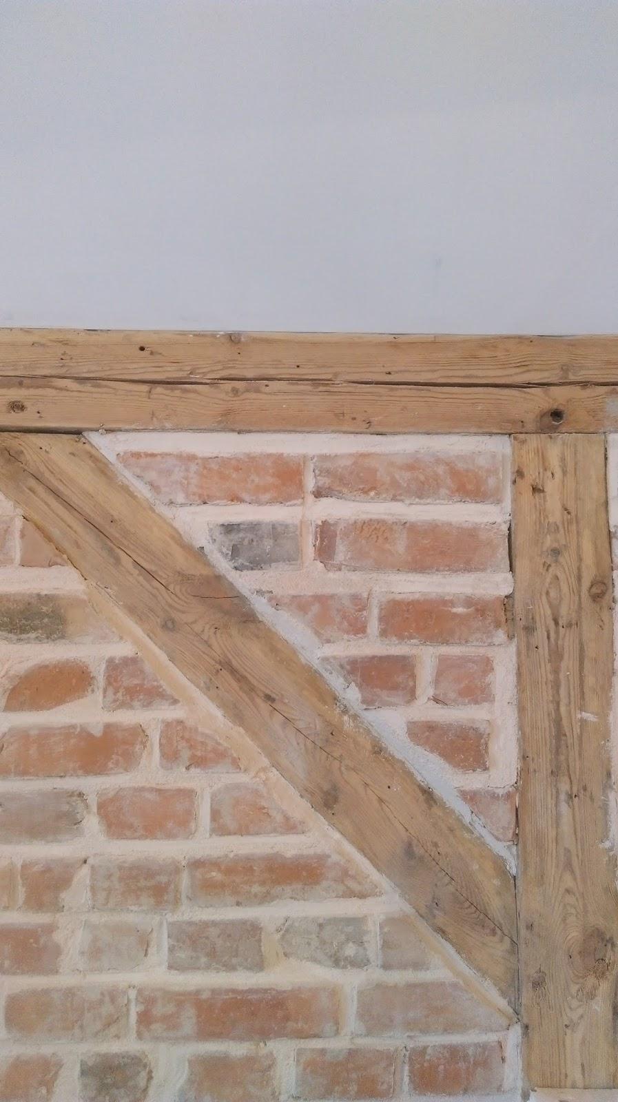 oczyszczona ściany z cegły