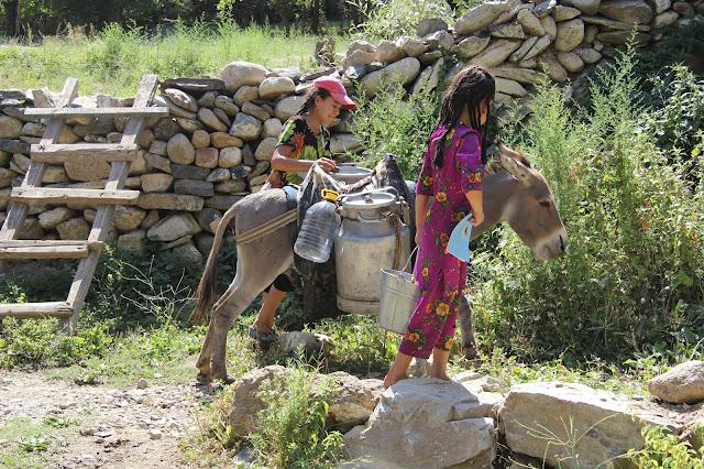 Ouzbékistan, Sentyab, corvée d'eau, © L. Gigout, 2012