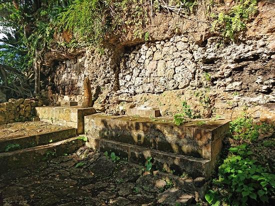 江洲按司とつきおやのろの御墓の写真