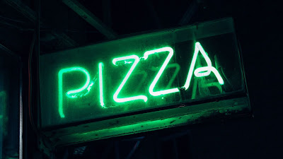 Screen background for free pizza, green neon