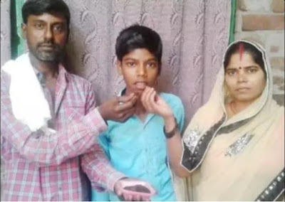 Himanshu with his parents