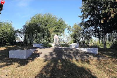 Большая Колпеница. Монумент погибшим в Великую отечественную войну