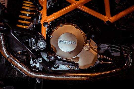 "<span>Photo by <a href=""https://unsplash.com/@barcelocarl?utm_source=unsplash&amp;utm_medium=referral&amp;utm_content=creditCopyText"">Carl Barcelo</a> on <a href=""https://unsplash.com/s/photos/gear-motorcycle?utm_source=unsplash&amp;utm_medium=referral&amp;utm_content=creditCopyText"">Unsplash</a></span>"