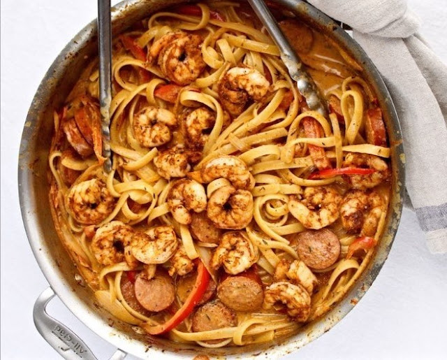 Creamy Cajun Shrimp and Sausage Pasta #dinner #pasta