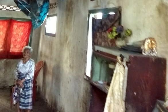 Viralkan: Miris Nenek Tua Renta, Tinggal Bersama Cucunya Yang Cacat Kurang Dapat Perhatian - media online lampung