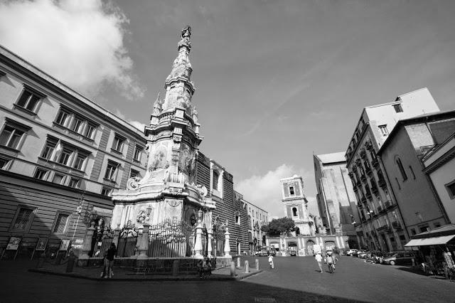 Piazza del Gesù nuovo, chiesa del Gesù nuovo, obelisco della Madonna e chiesa di Santa Chiara-Napoli