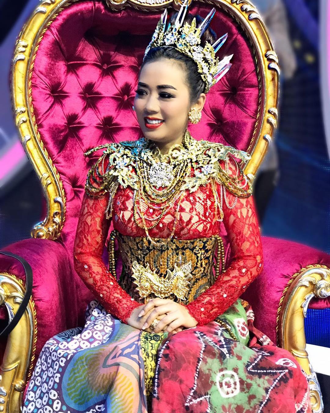 Koleksi Foto Hot Soimah Penyanyi Dangdut