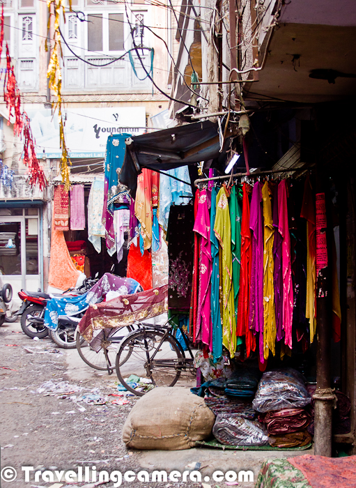 A Walk around Cloth Market in Amritsar for pocket friendly & shopping of trendy cloths :   Amritsar is a most popular place in North India for Cloth Market. There are lot of cloth factories around the city and most of the cloth in North India is distributed form this place and some of the merchants only deal in export. It was an interesting walk and the lanes inside this market look more like Delhi's Chandni Chowk where lot of businessmen run business of millions in extremely small shops.