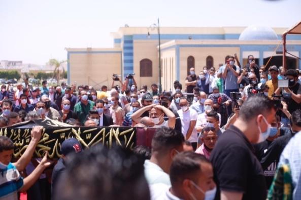 أسامة الأزهري يؤم المصلين في جنازة الفنان سمير غانم بمسجد المشير   صور