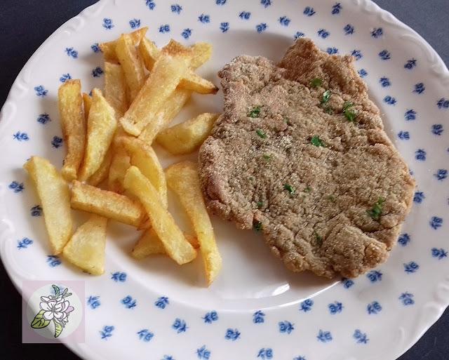 Filete Vegano de Nocarne con Patatas Fritas.