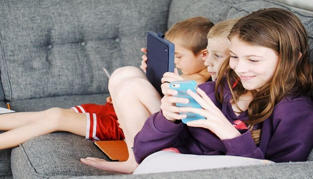 kids with gadgets, problems with gadget use