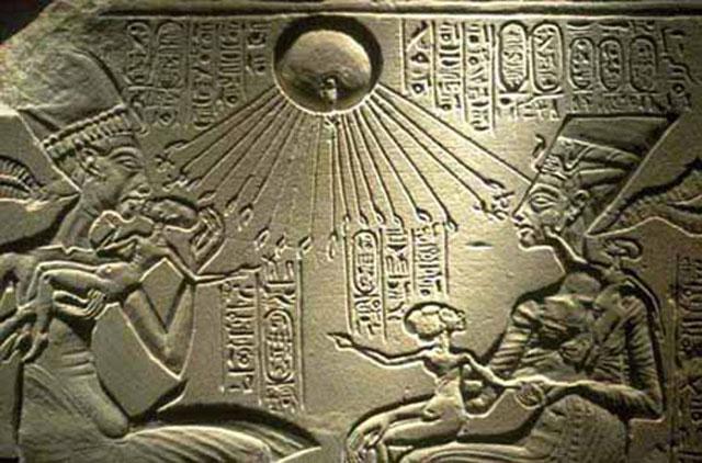 lukisan-alien-di-piramida