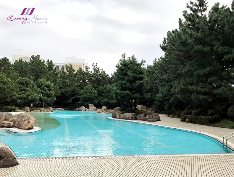 hilton tokyo bay outdoor garden pool japanese garden