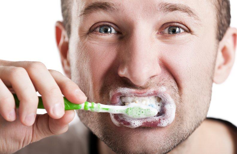 Valykite dantis