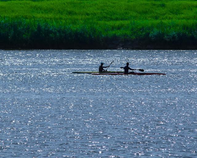 大淀川でカヌー2艇