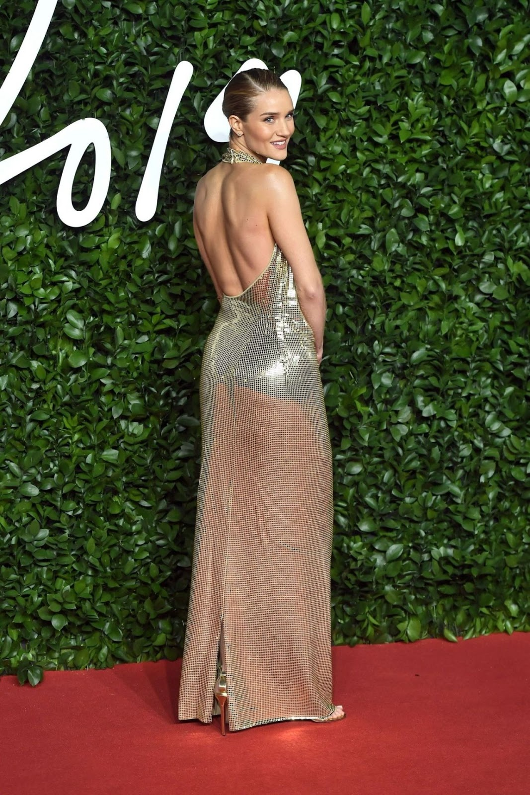 Rosie Hungtington Whiteley is braless and backless at the 2019 British Fashion Awards in London
