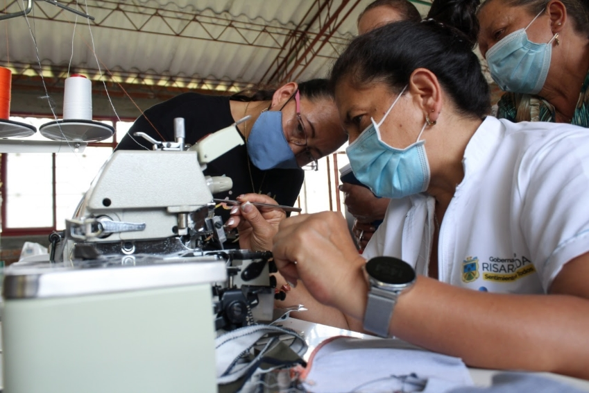 130 mil prendas se han confeccionado a través del programa Desarrollo con Sentimiento de Mujer