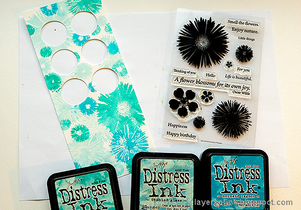 Layers of ink - Circle Photo Frame Card Tutorial by Anna-Karin Evaldsson. Stamp the card with SSS Anna's Flowers.