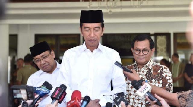 Jokowi: Gus Sholah Adalah Cendekiawan Muslim Menjadi Panutan Indonesia