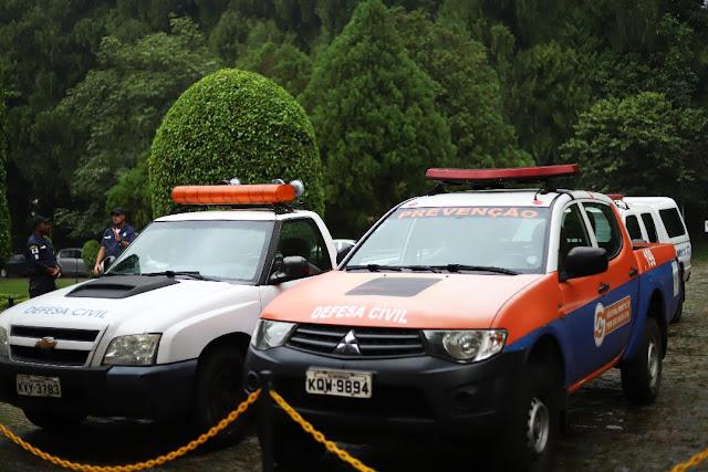 Carros com sirene da Defesa Civil alertam sobre coronavírus em Petrópolis