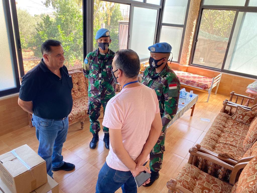Satgas Yon Mekanis TNI Konga XXIII-N/UNIFIL Memberikan Donasi Kepada Masyarakat di Lebanon