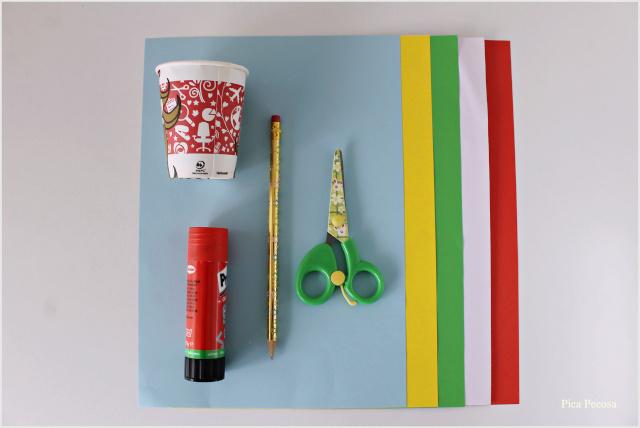 adorno-navideño-diy-vaso-carton-reciclado-materiales