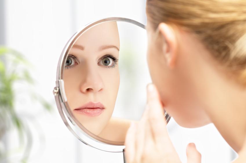 Acne adulta afeta 54% das mulheres acima de 25 anos