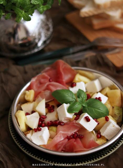 jak obrać ananasa?, przepis na sałatkę z ananasem i szynką, daylicooking