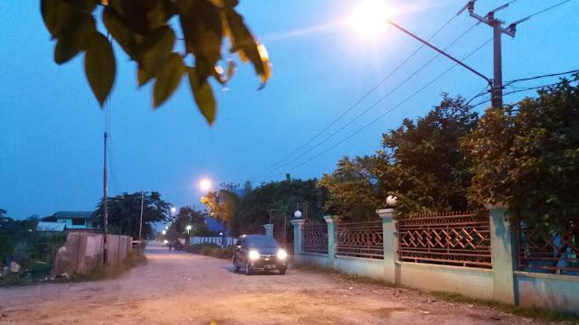 PT. PJB UP MUARA TAWAR pasang lampu penerang jalan