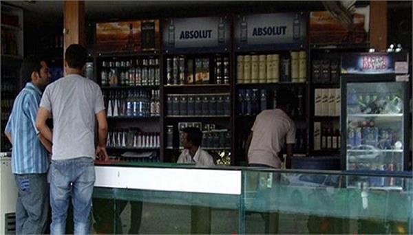दिल्ली में कल से खुलेंगी शाराब की दुकानें
