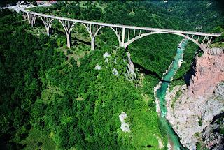 Bridge Tara river