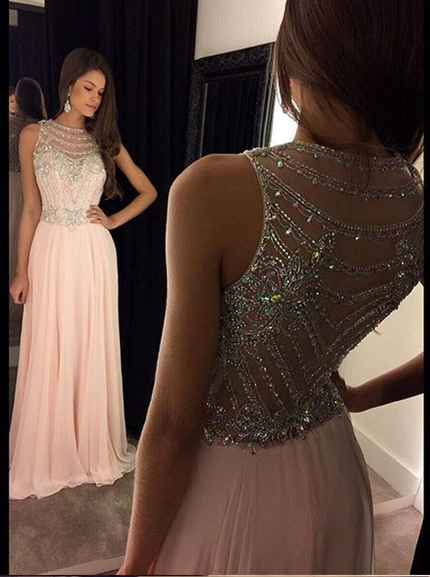 A stunning chifon blush dress to wear to your prom