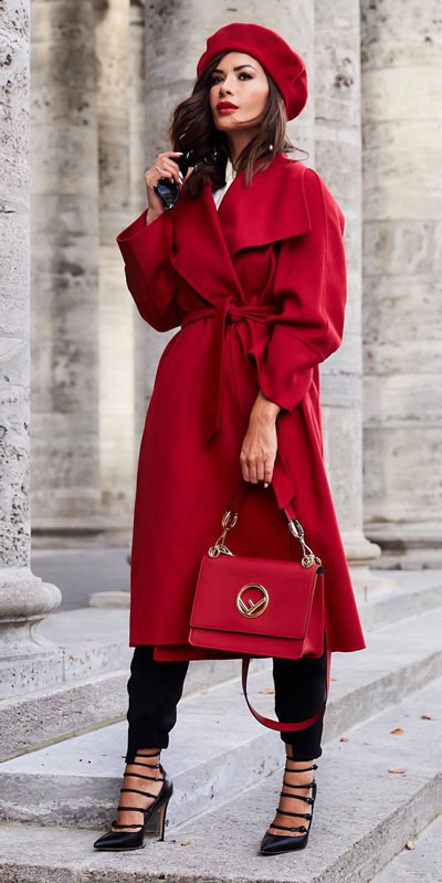 From velvet jackets to red bodycon dresses, there is something for everyone from cozy to glam. Have a look at these 25 Casual XMAS Holiday Outfit Ideas for Every Girl's Style. Christmas + New Year Outfits via higiggle.com | red coat outfits | #holiday #christmas #newyear #coat