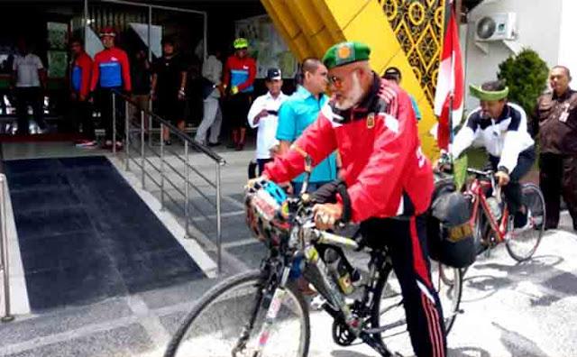 Kakek 73 Tahun Kayuh Sepeda Bawa Misi Lingkungan Hidup Tiba di Pekanbaru