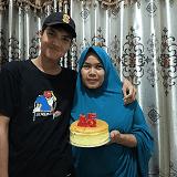 Gambar Cut Djusdesnida Pedagang Bunga Suyok Jakarta