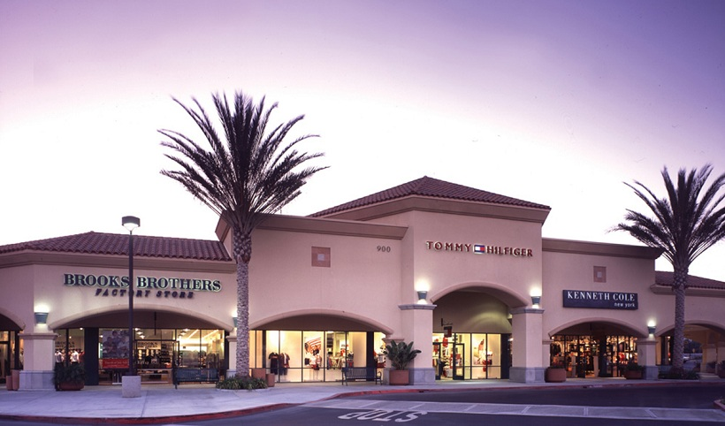 South of Los Angeles. Carlsbad Premium Outlets - 90 outlet stores, between Los Angeles and San Diego. This is one of the better factory outlets in the San Diego area. Carlsbad Premium Outlets is legendary for finding great deals on name brands, although you do need to find them among other items that are minimally discounted.