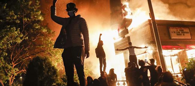 «Τρόμος» στις ΗΠΑ: Οι κάτοικοι οχυρώνουν σπίτια και μαγαζιά - Φόβοι ότι οι Δημοκρατικοί θα κάψουν τα πάντα (vid)