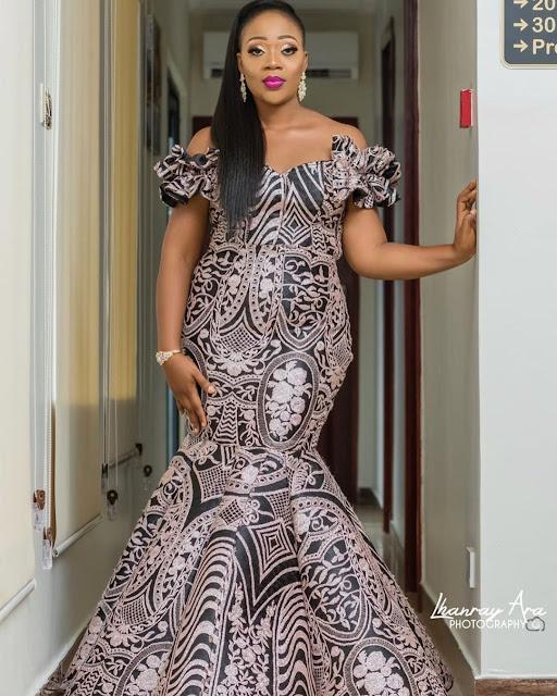 2019 Latest and Spectacular Asoebi Styles