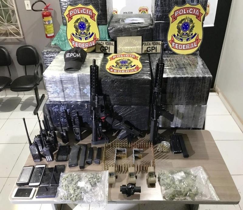 PF apreende 583 kg de cocaína, armas, munições em fazenda do prefeito de Itaituba