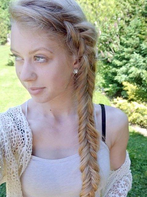 Gaya Rambut Panjang Kepang Samping