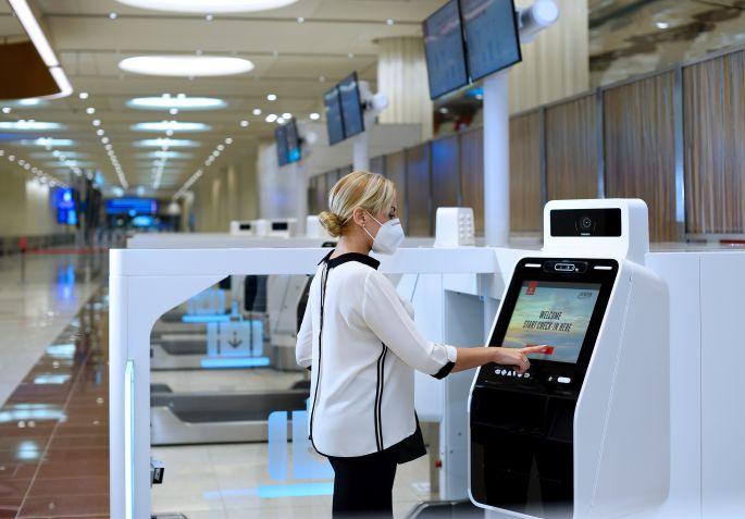 Emirates otimiza com quiosques de autoatendimento para check-in e despacho de bagagem no aeroporto de Dubai | É MAIS QUE VOAR