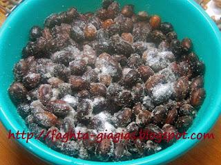 Ελιές ξυδάτες ψημένες στο αλάτι - από «Τα φαγητά της γιαγιάς»